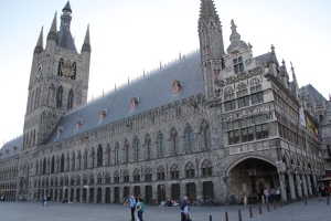 Ypres cloth hall... rebuilt after WW1 and quite stunning.